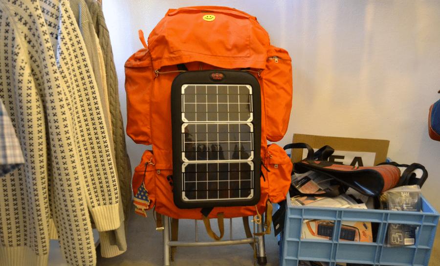 Caricabatterie solari per il trekking